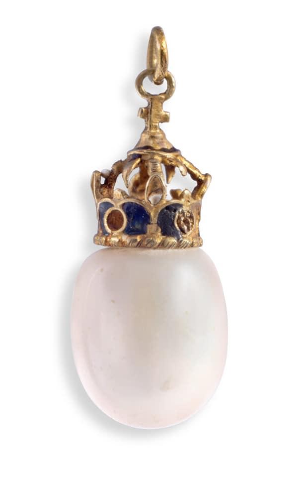Charles I Pearl Earring