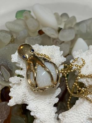 17CT Cassis Pearl Octopus Pendant 14KT Gold With Sapphire Eyes