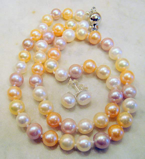 Multicolored pearl set