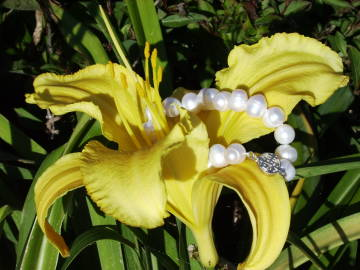 baroque pearls with daylily