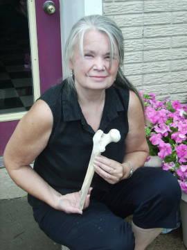 Kari and human hip bone
