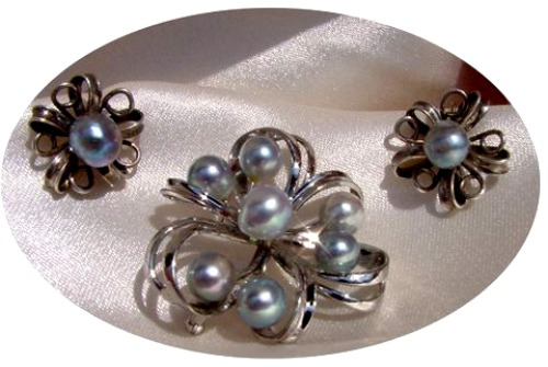 Baroque cultured pearls