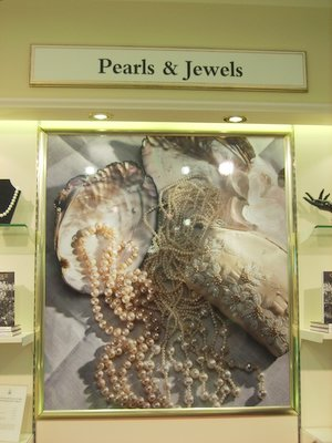 buckingham-palace-pearls-and-gems