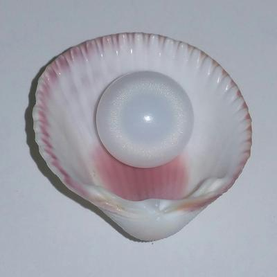 Clam Pearl 8+ ct with Flame and Button Shape for Sale