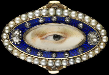 This rose gold oval ring from 1790 is surrounded by a blue enamel border containing 10 small diamonds and two large ones in a border of natural split pearls. (Birmingham Museum of Art)