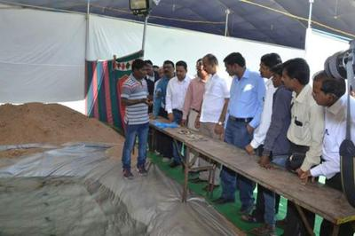 Sanjay conducts classes in pearl farming