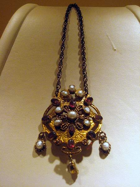 Hungarian Pearl necklace