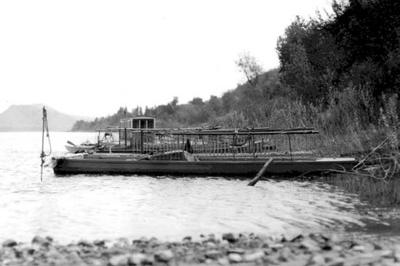 Clam boats lined up along the shoreline of the Mississippi River near Winona.      Winona County Historical Society