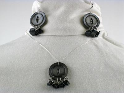 Muscatine Black Pearl Button Necklace & Earring Set