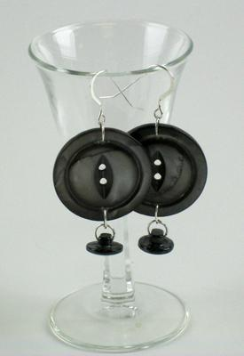 Muscatine Pearl Button Earrings - Big Black