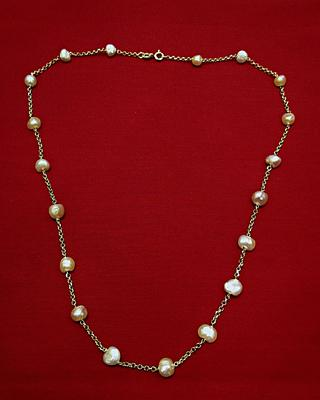 Natural Basra Pearl Necklace on 18k Gold 41 carats for Sale