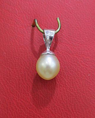Natural Basra Pearl Pearl Pendant on White Gold for Sale