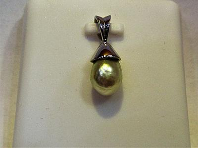Natural Basra Pearl Pendant 7mm 18k White Gold