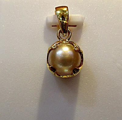 Natural Basra Pearl Pendant in 18K Gold