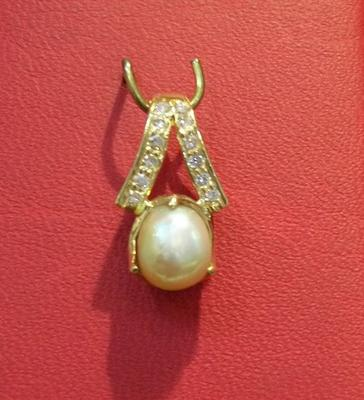 Natural Basra Pearl Pendant with Diamonds