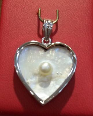 Natural Blister Pearl White Gold Pendant