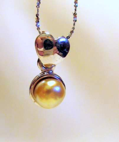 Oriental pearl pendant necklace
