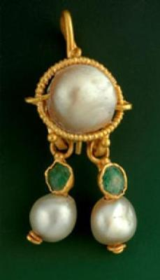 Natural Pearl Earring  <BR>(Credit: Photo copyright Israel Antiquities Authority)