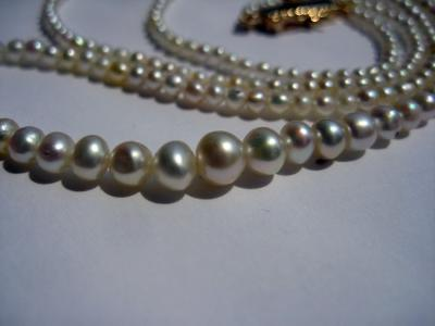 Natural pearl necklace with round pearls