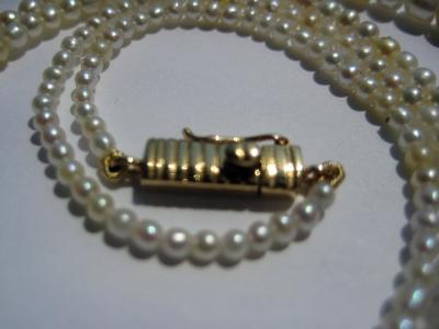 Natural pearl necklace with 18K gold clasp