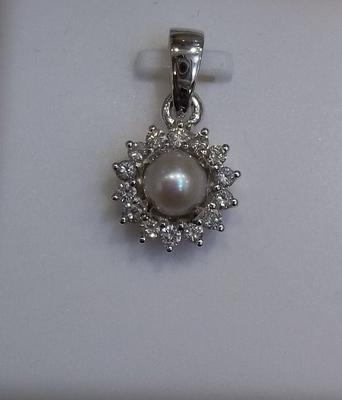 Natural Pearl Pendant with Diamonds in White Gold