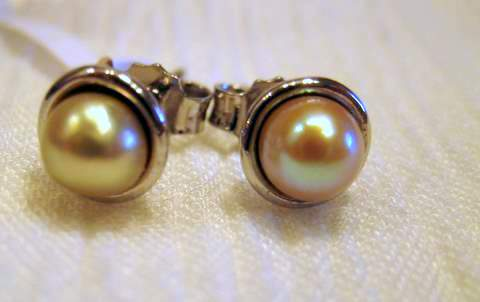 Natural Saltwater Pearl earrings