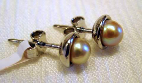 Natural Saltwater Pearl Stud Earrings