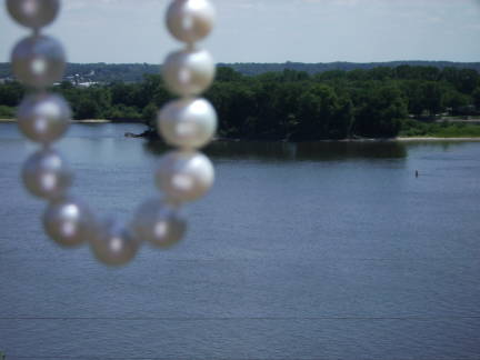 pearls overhanging mississippi river