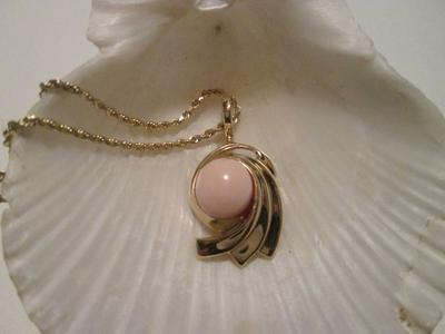 Pink Conch Pearl Pendant with 20