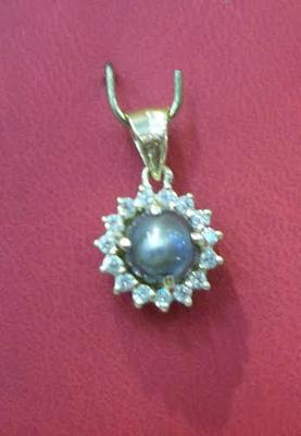 Black Basra pearl pendant