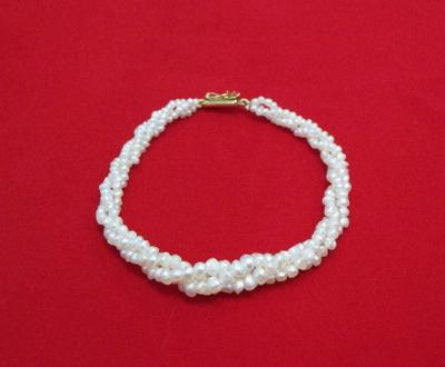 Twisted natural pearl bracelet