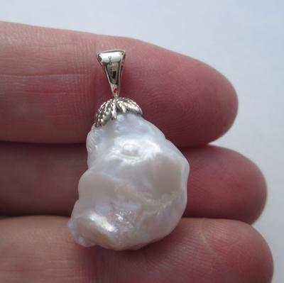 USA Natural Freshwater Pearl Pendant 24 carats 14k Gold