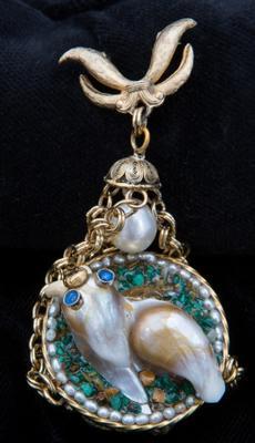 Walrus Pearl Jewel by Lyn Punkari
