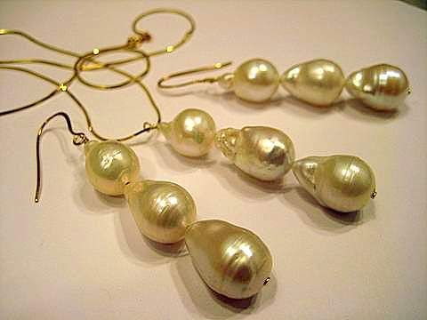 White Baroque Pearl Set 18K gold