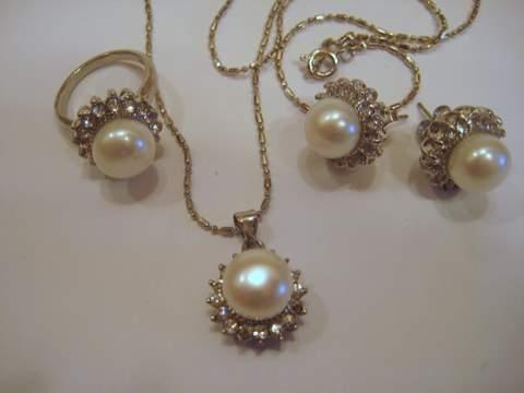4 Piece Pearl Set