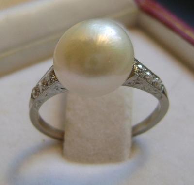 4.97 carats Freshwater Pearl Platinum Diamond Ring