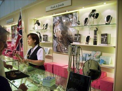 buckingham-palace-tours-gift-shop