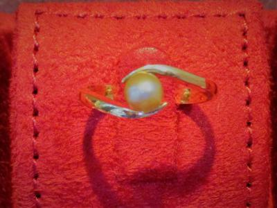 Natural Basra Pearl Ring Light Greyish-Cream 18k Gold