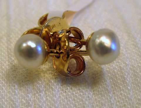 Natural Pearl Stud Earrings