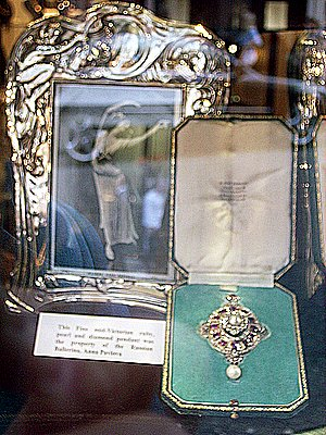 Pavlova Photo pearl pendant