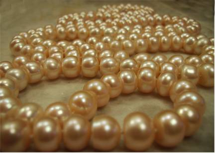 peach pearl rope necklace