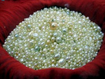 Natural Arabian Gulf Pearls (photo by Kari)
