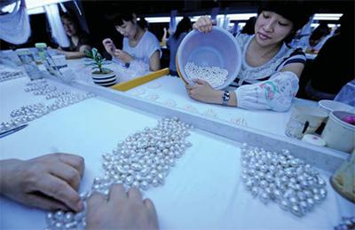 Zhuji's freshwater pearl output accounts for 73 percent of the world's total.